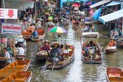 Ratchaburi - Tailandia 22 de julio de 2017: Damnoen Saduak que flota el mA Fotografía de archivo libre de regalías