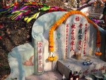 Ratchaburi Tajlandia, Kwiecień, - 05,2018: Antenat Uwielbia z Ofiarną ofiarą w Qingming festiwalu przy Jing Gung Cemet Zdjęcia Royalty Free
