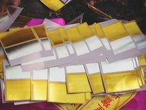 Ratchaburi Tajlandia, Kwiecień, - 05,2018: Chiński złocisty joss papier także pali w Azjatyckim żałobnym use dla palić antenat w  Obrazy Stock