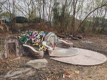 Ratchaburi Tajlandia, Kwiecień, - 05,2018: Cmentarz przy Grobowcowym ogólnym dniem lub Qingming festiwalem przy Jing Gung cmentar Obraz Stock