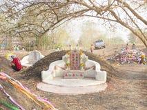 Ratchaburi Tajlandia, Kwiecień, - 05,2018: Cmentarz przy Grobowcowym ogólnym dniem lub Qingming festiwalem przy Jing Gung cmentar Zdjęcie Stock
