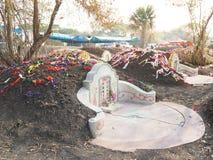 Ratchaburi Tajlandia, Kwiecień, - 05,2018: Cmentarz przy Grobowcowym ogólnym dniem lub Qingming festiwalem przy Jing Gung cmentar Obrazy Stock