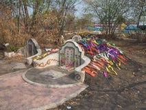 Ratchaburi Tajlandia, Kwiecień, - 05,2018: Cmentarz przy Grobowcowym ogólnym dniem lub Qingming festiwalem przy Jing Gung cmentar Zdjęcia Stock