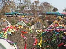 Ratchaburi Tajlandia, Kwiecień, - 05,2018: Cmentarz przy Grobowcowym ogólnym dniem lub Qingming festiwalem przy Jing Gung cmentar Fotografia Royalty Free