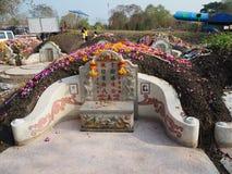 Ratchaburi, Thaïlande - avril 05,2018 : Le cimetière au jour de tombe ou au festival rapide de Qingming chez Jing Gung Cemetery Image libre de droits