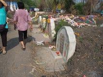 Ratchaburi, Thaïlande - avril 05,2018 : Le cimetière au jour de tombe ou au festival rapide de Qingming chez Jing Gung Cemetery Photographie stock libre de droits