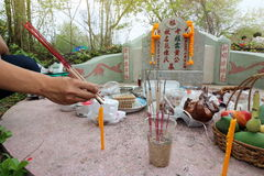 Ratchaburi, Thailand - April 4, 2017 : Thai people praying Ancestor Worshipping with Sacrificial offering in the Qingming Festival. At Jing Gung Cemetery Stock Photos