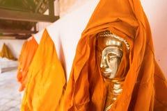 Ratchaburi, Thailand - Juli, 23, 2017: Het standbeeld van gouden Knop Royalty-vrije Stock Afbeelding