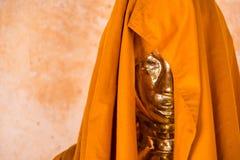 Ratchaburi, Thailand - Juli, 23, 2017: Het standbeeld van gouden Knop Royalty-vrije Stock Foto's