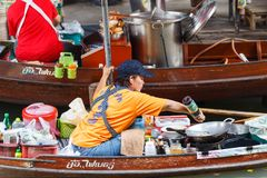 Ratchaburi ,Thailand - March 20 2016 : Pad thai on trader boats in a Damnoen Saduak floating market in Ratchaburi near Bangkok. Floating markets are one of the Royalty Free Stock Photography
