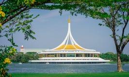 Ratchamangkhala Hall Royal Water Public Park på Suan Luang Rama arkivbild