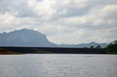 Ratchaprapa ή δεξαμενή φραγμάτων Rajjaprabha στη λίμνη του τοπικού LAN Cheow στη KH Στοκ εικόνες με δικαίωμα ελεύθερης χρήσης