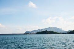 Ratchaprapa eller Rajjaprabha fördämningbehållare i Cheow Lan Lake på Kh Royaltyfria Bilder
