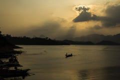 Ratchaprapa fördämning; Sikt för landskap för siktspunkt Arkivfoto
