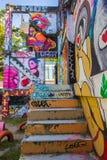 Ratchathewi, Bangkok, Tajlandia na Listopadzie 3,2018: Kolorowe graffiti ściany przy Chalermla Jawnym parkiem na Phayathai Rd , o zdjęcie stock