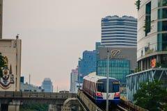 Sky train arriving Ratchathewi bts station Stock Images