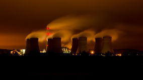 Ratcliffe-on-Soar power station. Ratcliffe-on-Soar coal power station at night Stock Photos