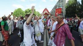 Ratha Yatra in citt? di Dnepr stock footage