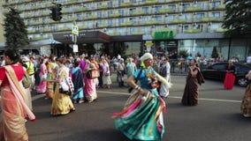 Ratha Yatra en la ciudad de Dnepr almacen de video