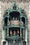 Rathaus-колокольчик в квадрате Marienplatz Мюнхена, Германии Стоковая Фотография RF