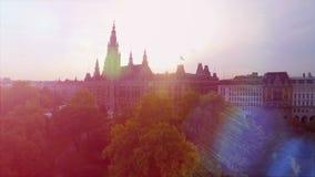 Rathaus da construção bonita do Conselho Municipal do tiro aéreo de Viena na capital de Áustria vídeos de arquivo