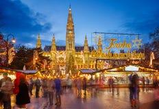 Rathaus en Kerstmismarkt in Wenen Royalty-vrije Stock Foto's