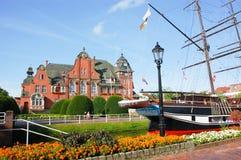 Rathaus en museumschip Friederike in Papenburg, Duitsland Stock Foto