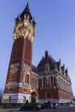 Rathaus (Hotel de Ville) bei Place du Soldat Inconnu in Calais Lizenzfreies Stockfoto