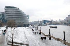 Rathaus im Schnee, London, Großbritannien Stockbild