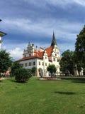 Rathaus im Sommer Stockbilder