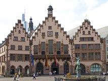 Rathaus mit Gerechtigkeit Fountain in Frankfurt am Main Stockfotos