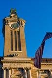 Rathaus mit Markierungsfahne von USA lizenzfreies stockbild