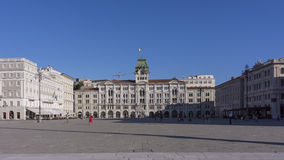 Rathaus, Palazzo Del Municipio, ist das vorherrschende Gebäude auf Triests Hauptplatz Piazz Stockfotos