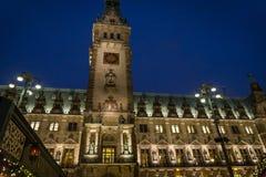 Rathaus, Renesansowy urząd miasta przy nocą, Hamburg, Niemcy zdjęcie stock