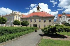 Rathaus in Sadska Stockbild