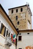 Rathaus und alter Turm in Portobuffolè in der Provinz von Treviso im Venetien (Italien) Lizenzfreie Stockfotos