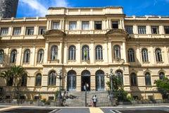 Rathaus und der alte Tempel des Kaisers Augustus Lizenzfreie Stockfotografie