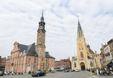 Rathaus und die Kirche unserer Dame in Sint-Truiden, Limburg, B Lizenzfreie Stockbilder