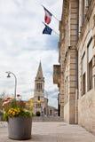 Rathaus und Kirche Sainte Clotilde in Bouscat, Bordeaux Lizenzfreie Stockbilder