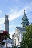 Rathaus und Monument Stockbild