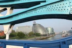Rathaus von der Kontrollturm-Brücke in London England Lizenzfreie Stockbilder