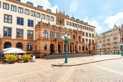 Rathaus in Wiesbaden stockbilder