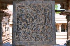 Rati de koningin die van Kama slinger aanbieden aan Siva, Binnenpijlers, agra-mandapa, Airavatesvara-Tempel, Darasuram, Tamil Nad royalty-vrije stock fotografie