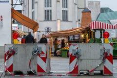 Ratisbonne, Bavière, Allemagne, le 27 novembre 2017 : Barrière de sécurité sur le marché de Noël à Ratisbonne, Allemagne Photo libre de droits