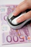Ratón con euro del efectivo Fotografía de archivo libre de regalías