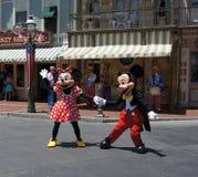 Ratón de Mickey y de Minnie en Disneylandya Imagen de archivo libre de regalías