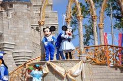 Ratón de Mickey y de Minnie en el mundo de Disney Foto de archivo