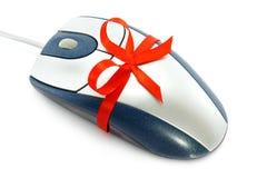 Ratón del ordenador con el arqueamiento rojo Imagen de archivo