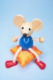 Rato do brinquedo no coxim Foto de Stock