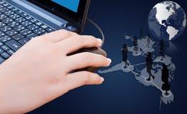 Rato do clique da mão com rede social. Imagem de Stock Royalty Free